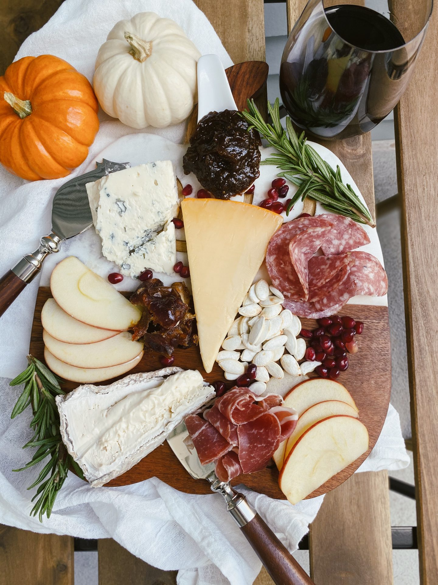 How to Make a Fall Cheeseboard